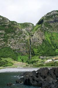 800px-Cascata_do_Poço_do_Bacalhau,_Fajã_Grande,_1,_Arquivo_de_Villa_Maria,_ilha_Terceira,_Açores