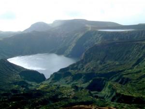 Lagoa_Funda_e_Lagoa_Rasa,_ilha_das_Flores,_Açores