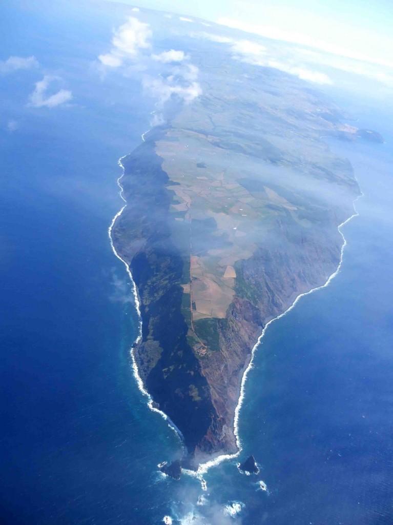 Ponta_dos_Rosais_Vista_do_ar,_ilha_de_São_Jorge,_Açores,_Portugal